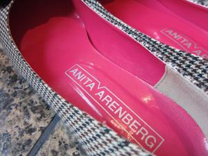ANITA ARENBERG(アニタ・アレンバーグ)のチェック・フラワーモチーフパンプスのインソール