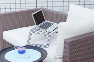 IKEAのBRADAラップトップサポート ブラック/ホワイト
