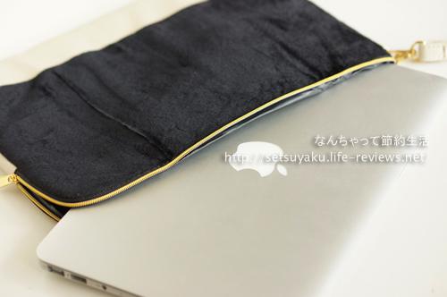雑誌GLOW12月号付録GALLARDAGALANTEクラッチポーチにMacBook air11を入れたところ