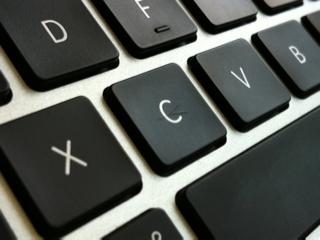 MacBook airのキーボード表面に異物混入?